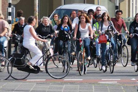 olandijos-dviratininkes