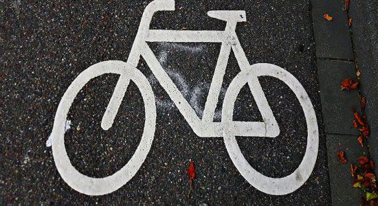 bike-sign-way-the-path-sign-of-the-bike-walkway[1]